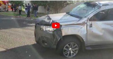 VÍDEO: motorista avança sinalização e provoca capotamento de Hilux