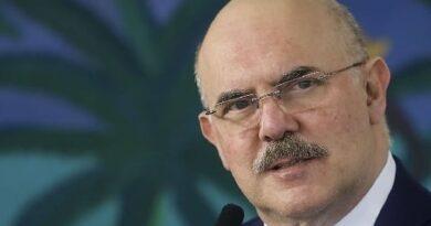 """Ministro da Educação diz estar trabalhando para """"retorno mais breve possível"""" das aulas"""