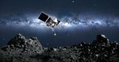 NASA descobre água na superfície da Lua.