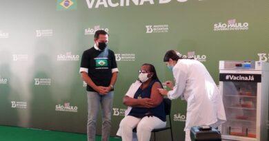 Após aprovação da Anvisa, governo de SP aplica 1ª dose da CoronaVac antes do início do plano nacional de vacinação